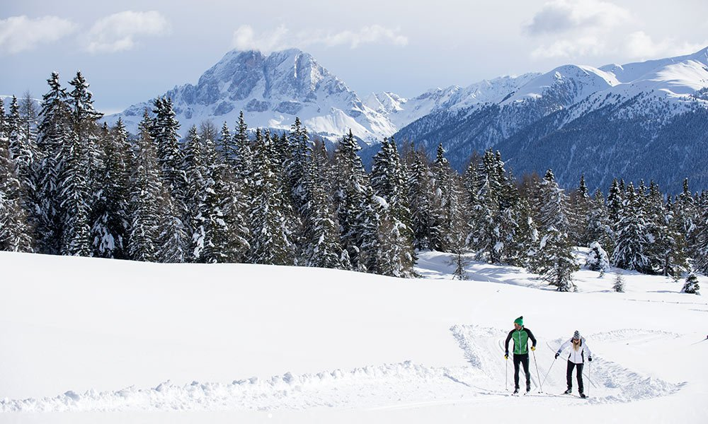 Enjoy the winter scenery: Cross-country skiing on the Alpe di Rodengo