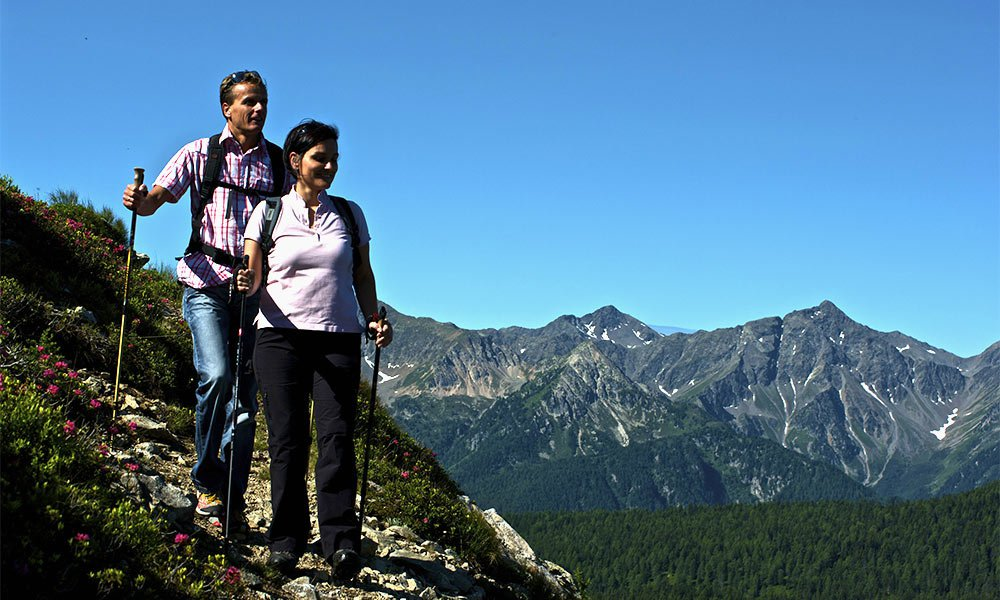 Nordic Walking: Mit Elan in den Seniorenurlaub