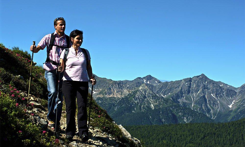 Nordic Walking: Mit Elan in den Seniorenurlaub